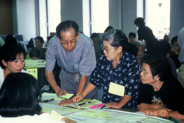 当事者(高齢者)の参加で、ユーザーの思いを反映した高齢者施設づくりのワークショップ。